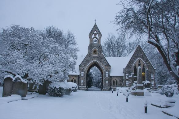 在冬日換上白衣裳的教堂