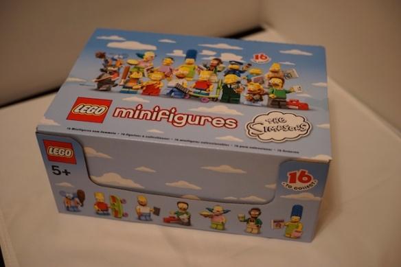 打開運輸包裝後,是完整的 minifigures 盒子,裏面有 60 包 minifigures